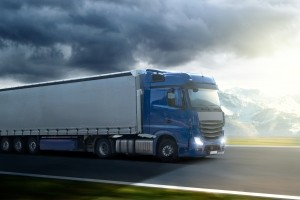 Durch ihre schwere Ladung haben Lkw oft verlängerte Bremswege.