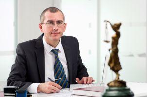 Ein Anwalt kann Ihnen zu Ihrem Recht auf Schadensregulierung verhelfen.