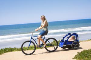 Wer ein Baby auf dem Fahrrad mitnehmen will, sollte dies erst nach dem 11. Lebensmonat tun.