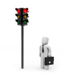 Bußgeld für Fußgänger: Eine rote Ampel gilt auch für zu Fuß Gehende.