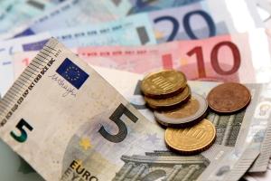 In der Regel enthält der Bußgeldbescheid eine 25 Euro hohe Gebühr .