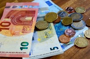 Den Bußgeldbescheid zu ignorieren, verursacht zusätzliche Kosten.