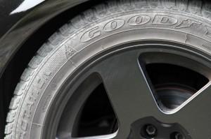 Bei der Hauptuntersuchung werden am Auto auch die Reifen kontrolliert