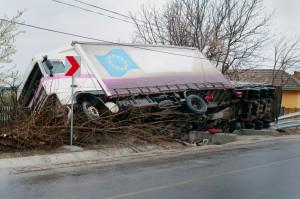 Wenn die vorgeschriebene Lkw-Geschwindigkeit nicht eingehalten wird, kommt es schnell zum Unfall.