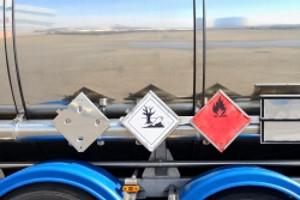 Ein Lkw- Unfall wiegt umso schwerer, wenn Gefahrgüter im Spiel sind.