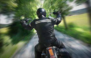 Wer auf dem Motorrad sitzt, muss Blitzer nicht fürchten? Die Polizei kennt dafür andere Radarfallen.