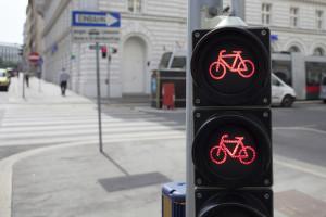 Eine spezielle rote Ampel fürs Fahrrad.
