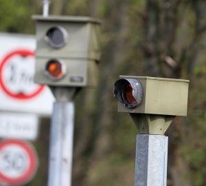 Stationäre Blitzer wie diese finden sich in Deutschland häufig. Die Radarfallen sind nicht sehr beliebt.