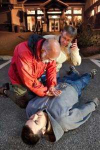 Bei einem Unfall mit Verletzten ist Erste Hilfe zu leisten