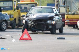 Bei einem Verkehrsunfall ist die Versicherung zur Schadensregulierung verpflichtet.