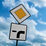 Vorfahrtschild 306 mit Zusatzzeichen